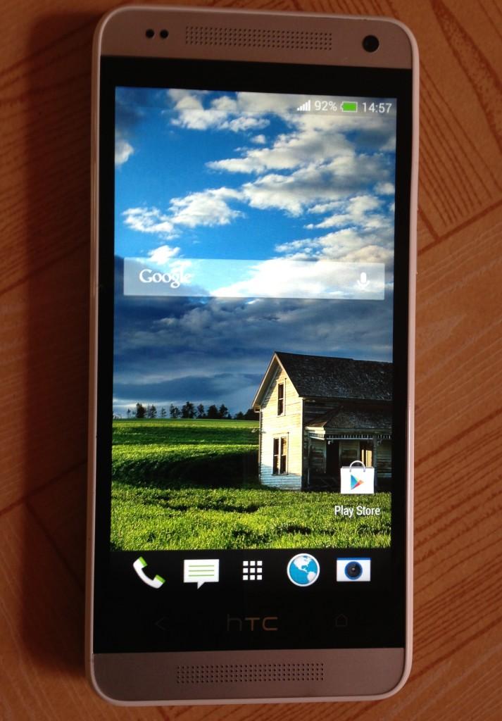 The home screen of HTC One Mini