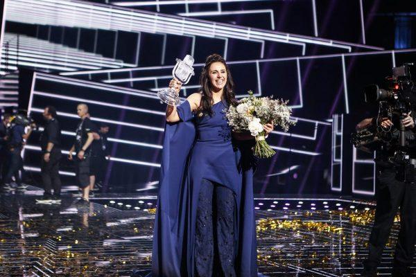 Ukraine's jamala receiving the eurovision 2016 award